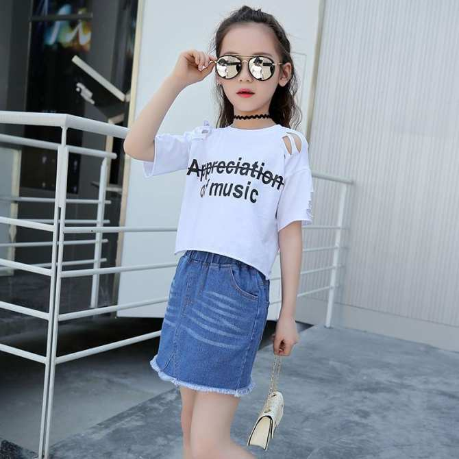 Hình ảnh Children's Clothing Korean Version of the Hole Personality with Wild Children Wild Girl Denim Shorts Hot Pants Wholesale Tide Products - intl