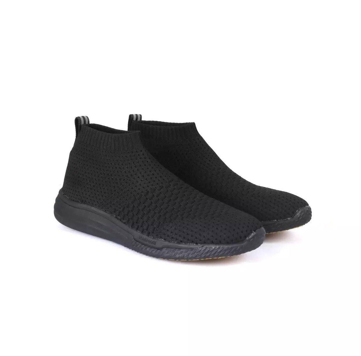 world balance all black shoes