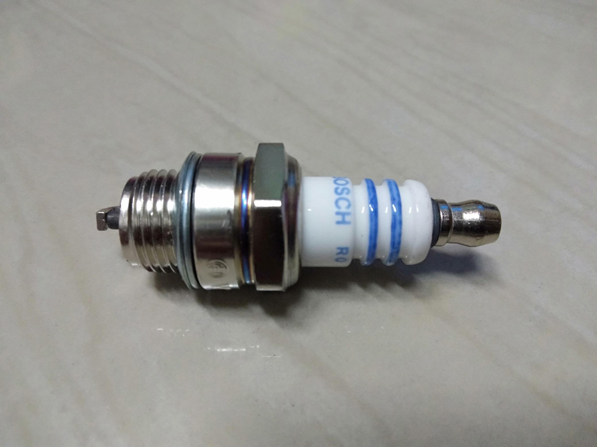 Grass Cutter Spark Plug 7545 WS7F Bosch