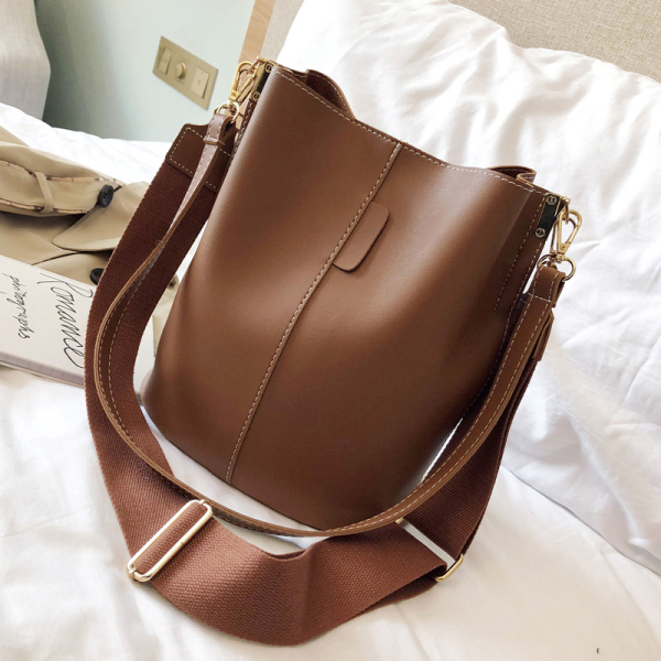 B: Big Book Bags Female 2020 New Style Korean Style Fashion Simple Vintage Bucket Bag Versatile INS Wide Shoulder Strap Crossbody Bag