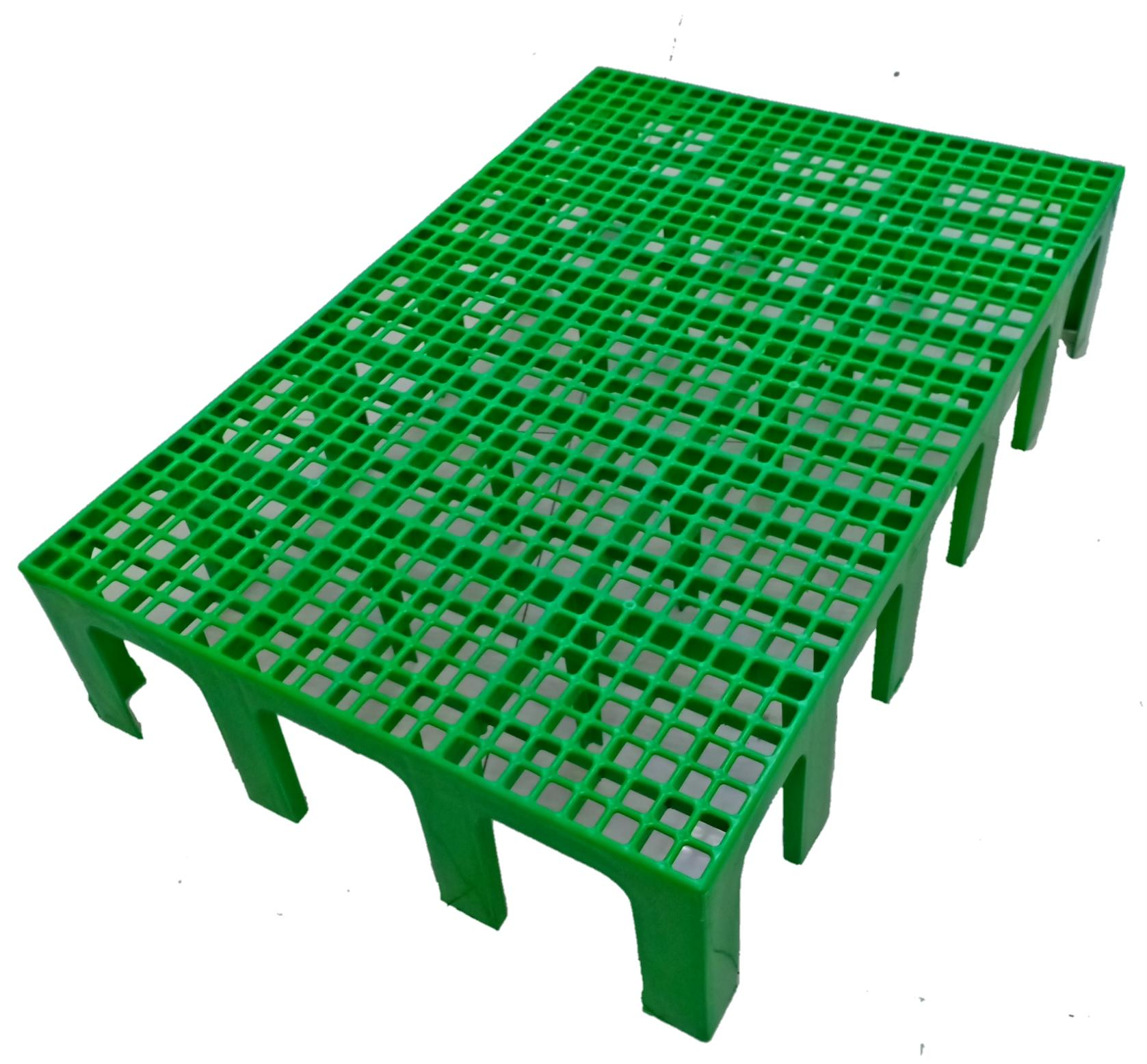 Plastic Matting With Stand Green 35inx24inx6in By Grandera.