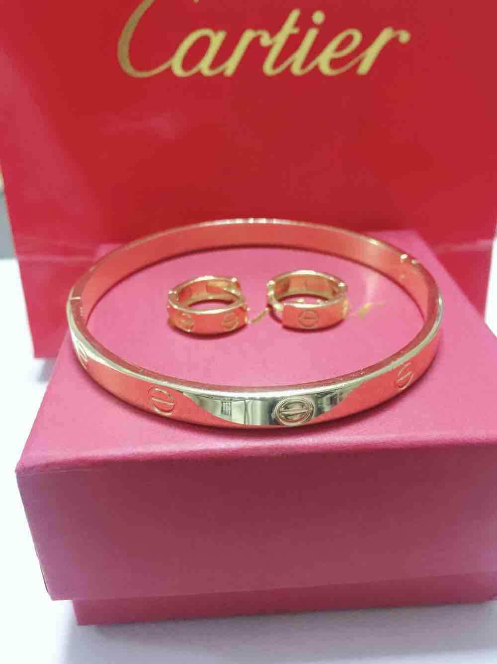 Bangkok Catierr bangles with earrings image on snachetto.com