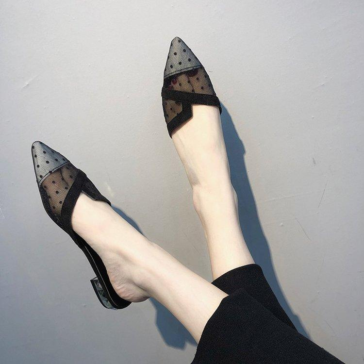 Sepatu malas 2019 model baru musim panas modis sepatu sandal selop mudah dipakai merah sandal wanita pakaian luar sol datar sandal tutup jari