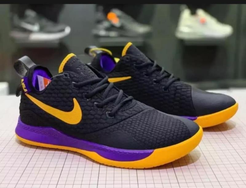 Nike Men's sneakers Lebron Witness 3rd