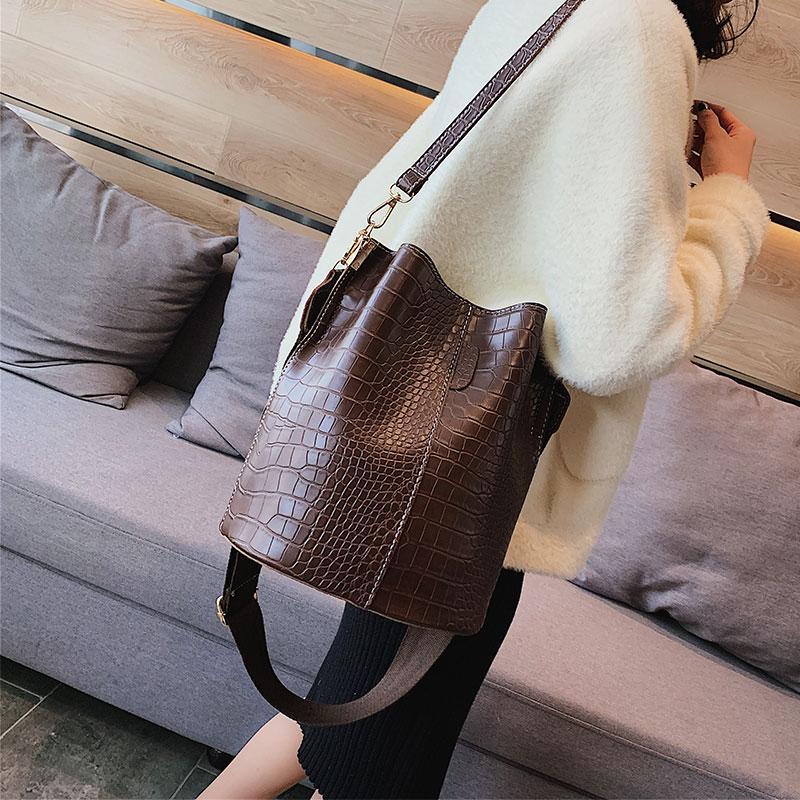 Bag Female 2019 New Style Korean Style Fashion Versatile Crocodile Pattern Bucket Bag Vintage Wide Shoulder Strap Crossbody Bag Large Bag