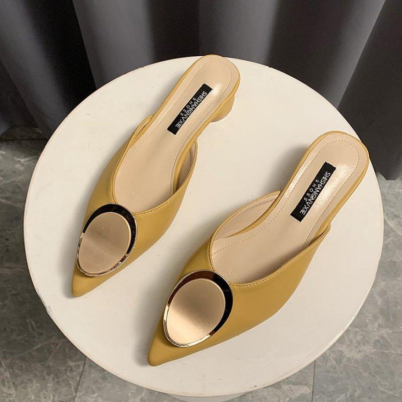 2020 Xuân Hè Mẫu Mới Bít Mũi Giày Sục Nữ Đầu Nhọn Đế Thấp Đế Thô Giày Kiểu Nửa Dép Khoác Ngoài Một Giày Lười Lười Giày giá rẻ