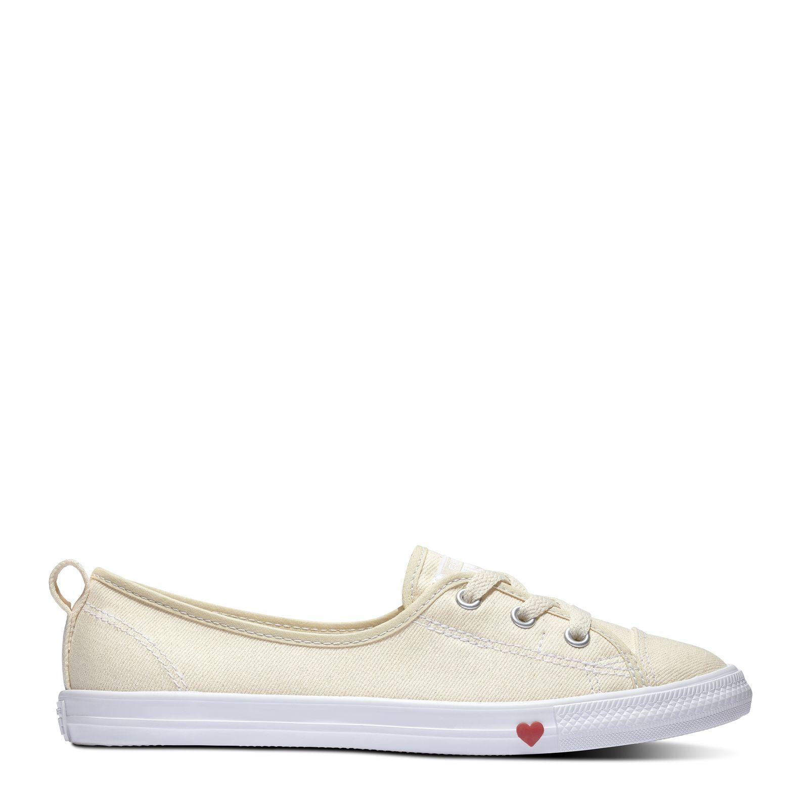 Chuck Taylor All Star Ballet Lace Hearts Slip Natural Natural Ivory White Garnet