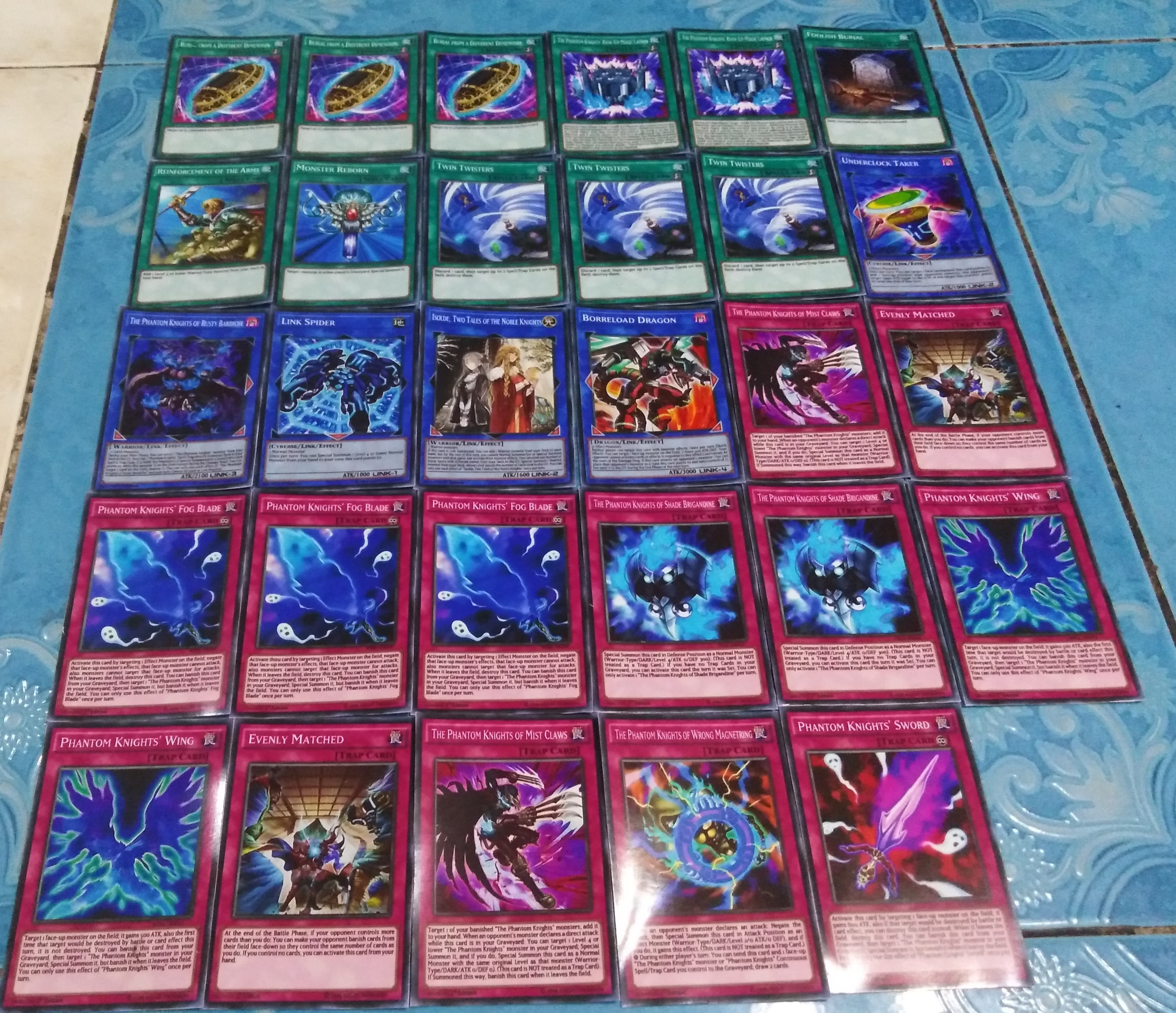 70 Yugioh cards - Phantom Knights Structured Deck